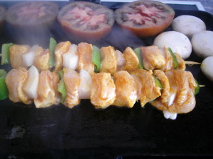Brocheta de pollo con curry